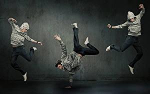 Fotos Mann Drei 3 Tanz Sprung Hand Bein