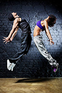 Photo Man Two Dancing Hands Brown haired Jump Girls