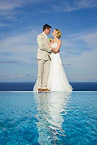 Hintergrundbilder Mann Wasser Zwei Ehe Bräute Bräutigam Blond Mädchen Kleid Mädchens