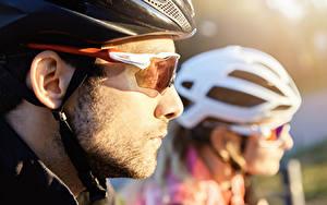 Hintergrundbilder Mann Unscharfer Hintergrund Zwei Helm Brille Seitlich cyclist