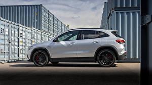 Hintergrundbilder Mercedes-Benz Softroader Silber Farbe Metallisch Seitlich GLA 45 S 4MATIC, Worldwide H247, 2020