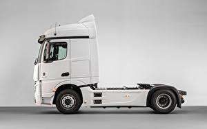 Desktop hintergrundbilder Mercedes-Benz Lastkraftwagen Weiß Metallisch Seitlich  Autos