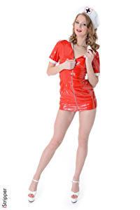 Hintergrundbilder Merry Pie iStripper Weißer hintergrund Krankenschwester Dunkelbraun Uniform Hand Latex Bein Stöckelschuh junge frau