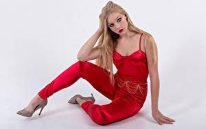 Bilder Blond Mädchen Sitzt Haar Starren Mia junge frau