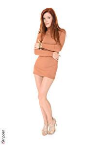 Fotos Mia Sollis iStripper Weißer hintergrund Rotschopf Kleid Bein High Heels Mädchens