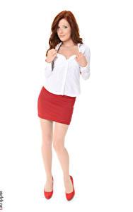 Sfondi desktop Mia Sollis iStripper Sfondo bianco Donna rossa Le mani Blusa Gonna Le gambe Scarpe con tacco giovane donna