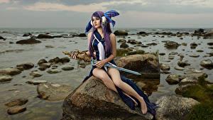 Bilder Mikhail Davydov photographer Stein Sitzend Schwert Cosplay Little Mermaid Mädchens Fantasy Spiele
