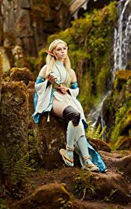 Bilder Mikhail Davydov photographer Steine The Legend of Zelda Sitzend Pose Cosplay Zelda junge Frauen Fantasy Spiele