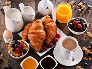 Fotos Milch Croissant Kaffee Warenje Beere Müsli Fruchtsaft Honig Frühstück Kanne Tasse Trinkglas Lebensmittel