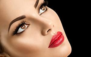 Desktop hintergrundbilder Model Schön Gesicht Make Up Rote Lippen Blick Schwarzer Hintergrund Mädchens