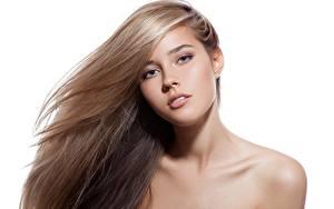 Hintergrundbilder Model Schöne Schminke Haar Starren Weißer hintergrund junge frau
