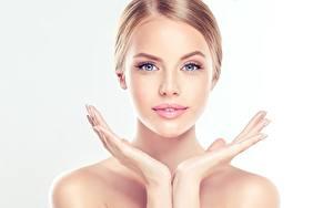 Fotos Model Hand Schminke Starren Gesicht Schöne junge frau