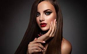 Fotos Model Hand Maniküre Gesicht Make Up Blick Mädchens