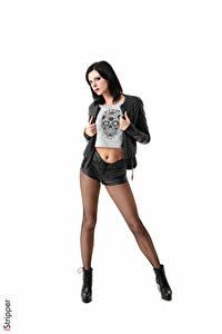 Hintergrundbilder Monika Benz iStripper Weißer hintergrund Brünette Hand Jacke Shorts Bein Strumpfhose junge frau