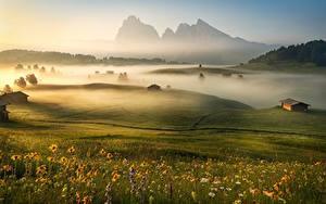 Hintergrundbilder Morgen Gebirge Italien Grünland Nebel Alpen Gras Dolomites Natur