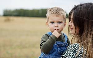 Bilder Mutter Bokeh Zwei Junge Starren Kinder
