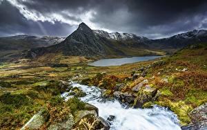 Fotos Berg Stein Grünland Landschaftsfotografie Gewitterwolke Felsen Wales Bäche Snowdonia National Park