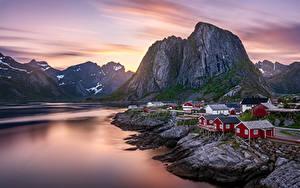 Hintergrundbilder Berg Morgendämmerung und Sonnenuntergang Lofoten Norwegen Gebäude Natur