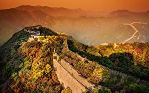 Sfondi desktop Cina Montagna Albe e tramonti Grande muraglia cinese Nebbia Parete Natura