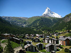 Hintergrundbilder Gebirge Schweiz Haus Wälder Dorf Zermatt, canton Valais Städte