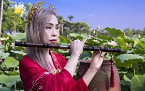 Fotos Musikinstrumente Asiatische Hand Dunkelbraun