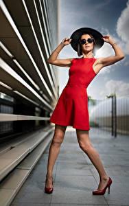 Fotos Pose Kleid Der Hut Bein Brille Starren Nadege