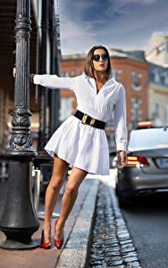 Hintergrundbilder Pose Kleid Bein Brille Bokeh Nadege