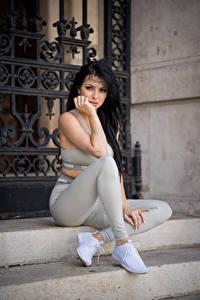 Hintergrundbilder Brünette Sitzen Bein Starren Posiert Nadja junge frau