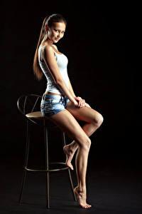 Hintergrundbilder Stühle Sitzend Schön Bein Shorts Unterhemd Starren Model Nastya, Evgeniy Bulatov Mädchens