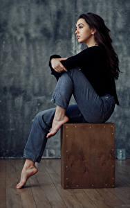 Hintergrundbilder Evgeniy Bulatov Sitzt Sitzend Jeans Brünette Nastya Goryaeva Mädchens