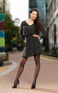Fotos Natalia Larioshina Model Pose Kleid Bein Starren Unscharfer Hintergrund junge Frauen