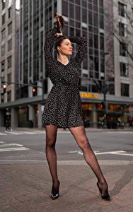 Bilder Natalia Larioshina Model Pose Kleid Bein Stöckelschuh junge Frauen