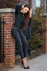 Fotos Natalia Larioshina Model Posiert Jeans Hemd Stöckelschuh Mädchens