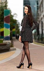 Fotos Natalia Larioshina Pose Kleid Bein Unscharfer Hintergrund junge frau