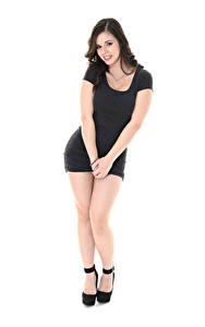Hintergrundbilder Nekane Sweet iStripper Weißer hintergrund Brünette Pose Kleid Hand Bein Stöckelschuh