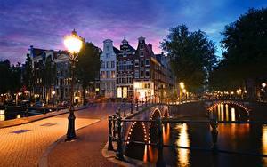 Bilder Niederlande Amsterdam Brücken Haus Abend Kanal Straßenlaterne Keizersgracht