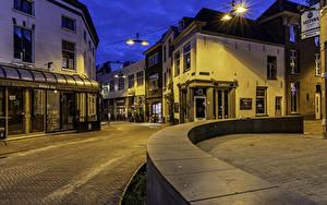 Bilder Niederlande Gebäude Stadtstraße Nacht Straßenlaterne Arnhem