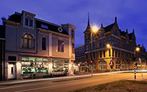 Hintergrundbilder Niederlande Gebäude Nacht Stadtstraße Straßenlaterne Haarlem
