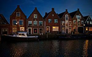 Hintergrundbilder Niederlande Gebäude Schiffsanleger Binnenschiff Kanal Nacht Monnickendam Städte