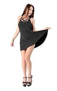 Hintergrundbilder Niemira iStripper Posiert Pose Weißer hintergrund Kleid Hand Bein Junge frau