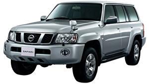 Bilder Nissan Weißer hintergrund Grau Metallisch Safari, Y61 Autos