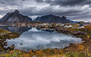 Hintergrundbilder Norwegen Lofoten Gebäude Berg Herbst Bootssteg Dorf Bucht Städte Natur
