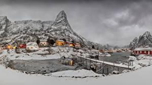 Hintergrundbilder Norwegen Lofoten Gebäude Berg Winter Brücke Schnee Bucht Reine Städte