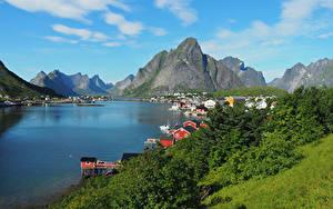 Hintergrundbilder Norwegen Lofoten Berg Gebäude Bucht Reine Städte