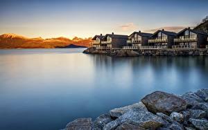 Фотография Норвегия Утро Рассвет и закат Камни Дома Побережье Tromso