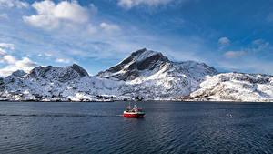 Bilder Norwegen Berg Lofoten Motorboot Sund