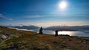 Hintergrundbilder Norwegen Stein Himmel Grünland Sonne
