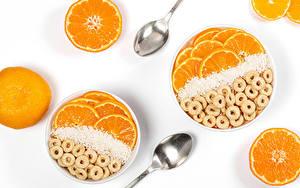Bilder Haferbrei Orange Frucht Weißer hintergrund Löffel Lebensmittel
