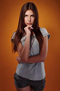 Hintergrundbilder Viacheslav Krivonos Schönes Schön Braunhaarige Blick Hand T-Shirt Shorts Junge Frauen Olga