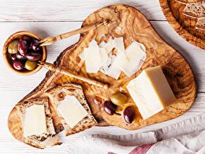 Bilder Oliven Käse Brot Schneidebrett Geschnittene